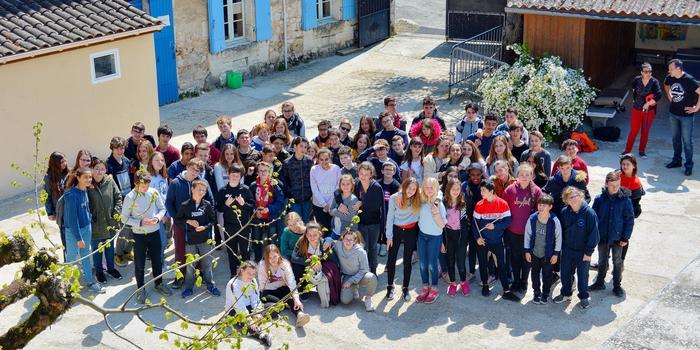 Photo de groupe pour la cour